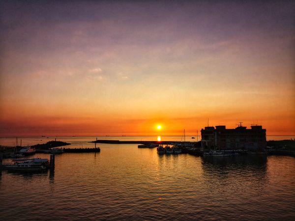 A sunset in a wharf thumbnail