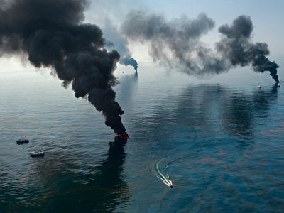 Surface oil burning during the cleanup of the Deepwater Horizon spill