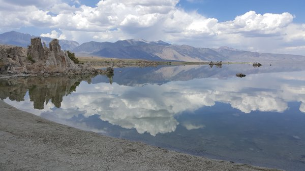 Mono Lake, Tufa towers and the Eastern Sierras thumbnail