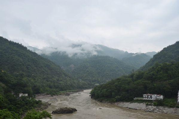 heavy mist over the Ganges.   thumbnail