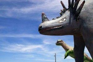 20110520083228funky-dinosaur-sculptures-300x199.jpg