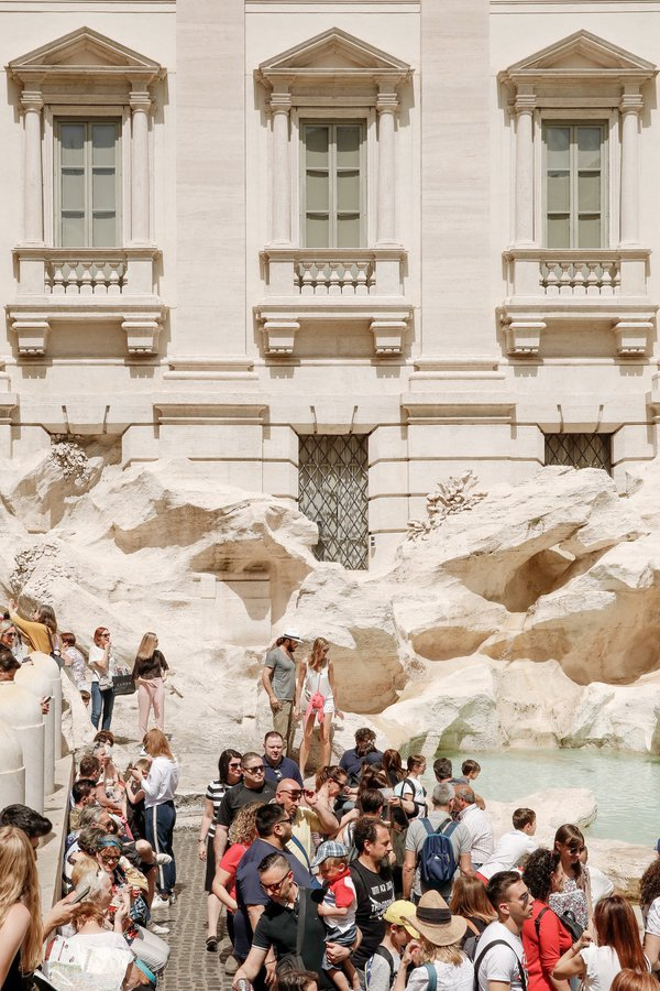 The Trevi Fountain in Rome thumbnail