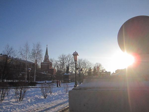 Sunset near the Kremlin walls thumbnail