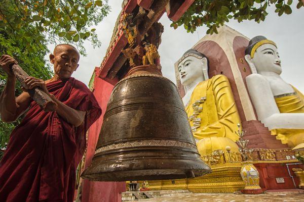 monk and pagoda thumbnail