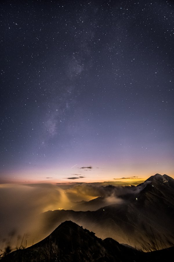 sea of clouds with stars in hong kong thumbnail