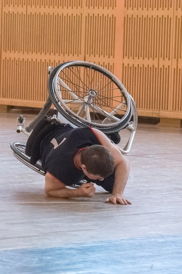 athlete in a wheelchair gets up after a fall thumbnail