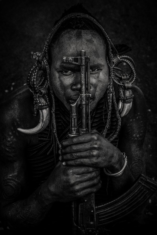 Portrait of a man from the Mursi tribe thumbnail