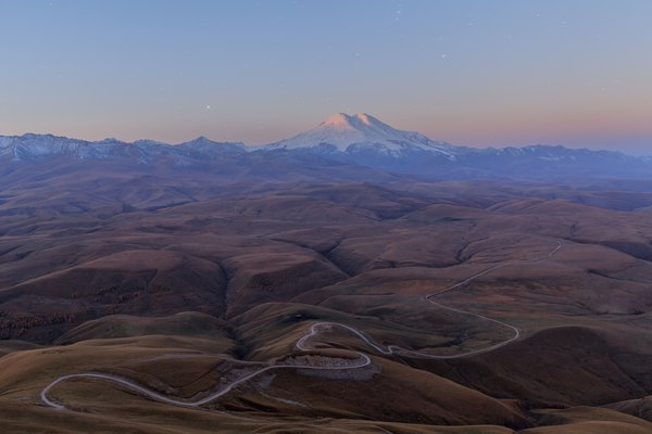 Вид с плато Бермамыт на гору Эльбрус thumbnail