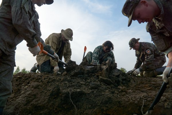 Excavation of the remains of Soviet soldiers killed during the Great Patriotic War near Rzhev thumbnail