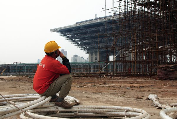 A builder is resting on Shanghai EXPO boulevard site near China pavilion thumbnail