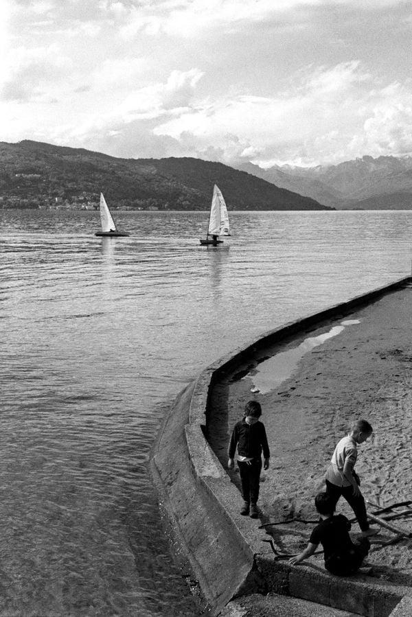 Kids by the lake thumbnail
