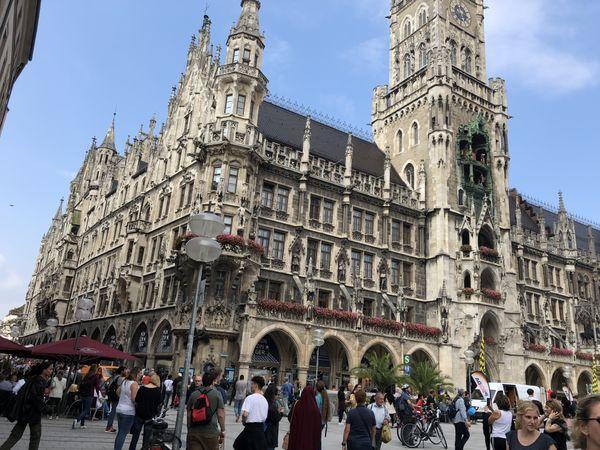 Glockenspiel-Munich thumbnail