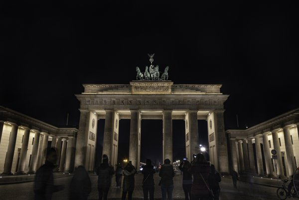 Brandenburg Gate at Night thumbnail