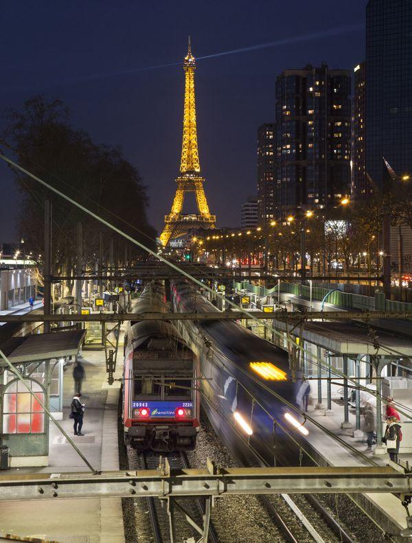 Parisian Evening Parade thumbnail