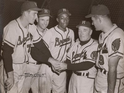Hank Aaron (center) poses with his teammates in this 1956 photograph by Osvaldo Salas.