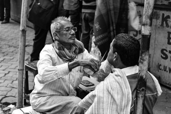 Roadside barber in Kolkata thumbnail