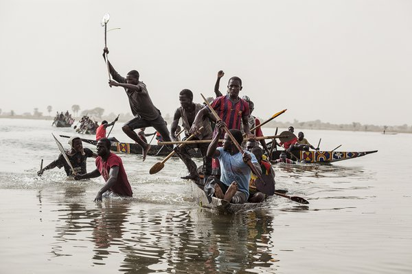 Rowing competition in Segou thumbnail