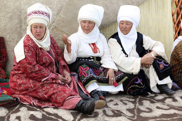 Kyrgyz women thumbnail