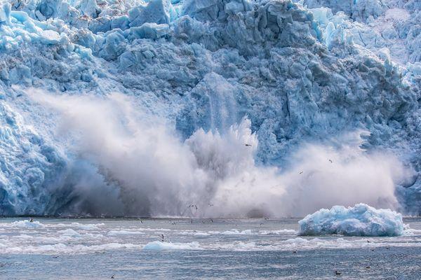 The Glacier falling down thumbnail