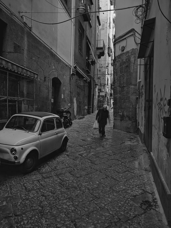 In motion - postcard from Napoli thumbnail