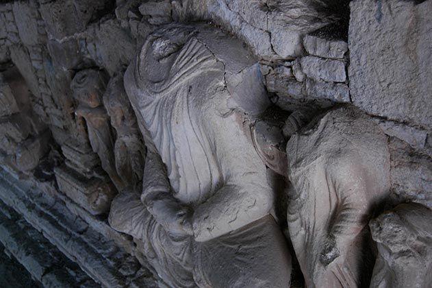 Many sizes of Buddha
