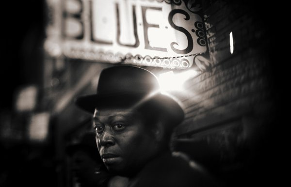 BLUES ROUTE THROUGH THE STREETS OF CHICAGO, THE ATMOSPHERE AND GREAT CHARACTERS AS THE BB KING CITY GIVEN TO AIR A VERY IDENTIFIABLE AND FILM MUSIC thumbnail