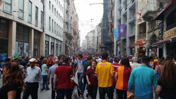 A stroll on İstiklal Avenue thumbnail