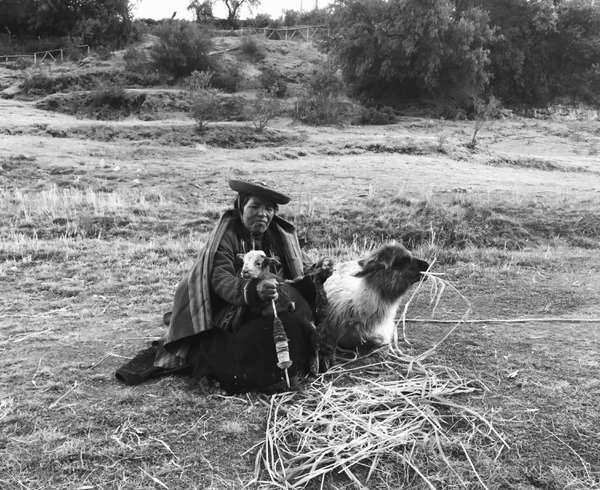 A Quechua woman making string thumbnail
