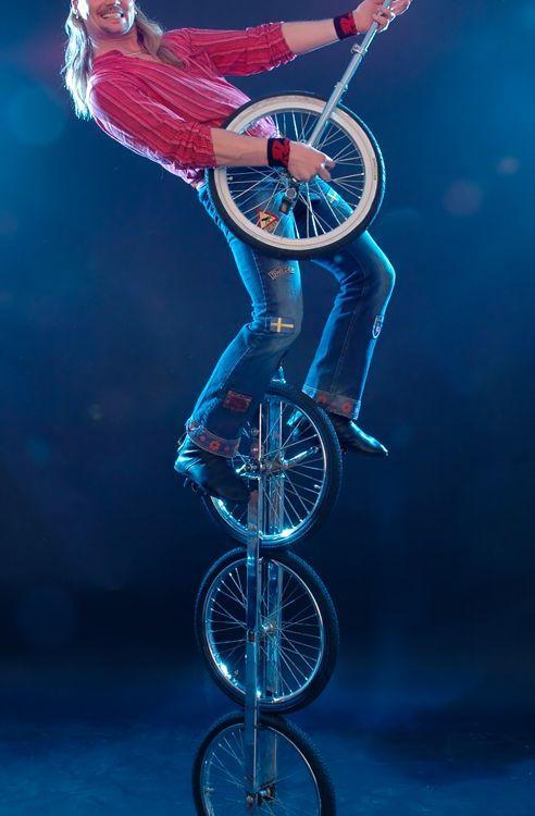 Multi-wheeled unicycle