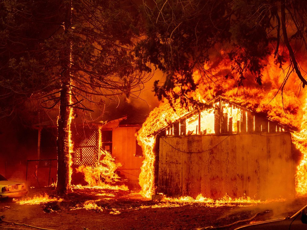 Structures burn in Dixie Fire