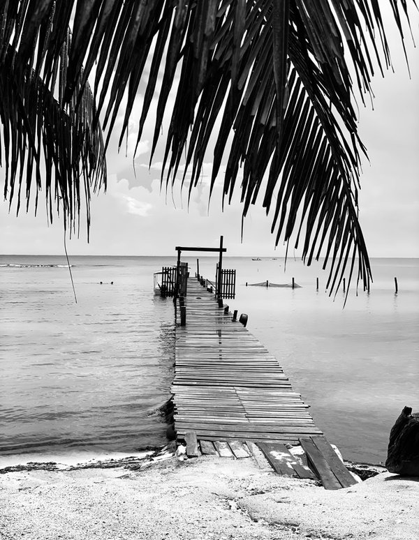 Beach resort in Honduras thumbnail