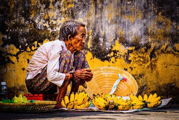 The old Lady sells bananas thumbnail