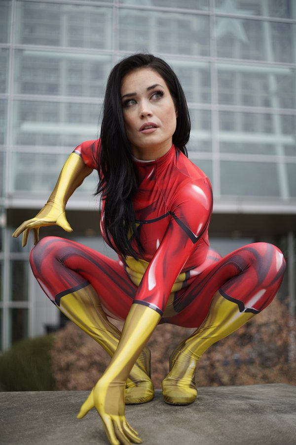 Spider-Woman in crouching position thumbnail