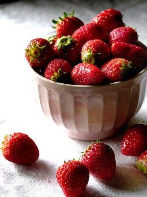 20110520090134strawberries-by-chotda-300x400.jpg