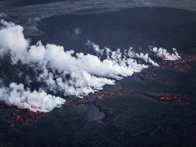 1 kilometer (0.62 mile)-long fissure in Iceland's Holuhraun lava field on August 29
