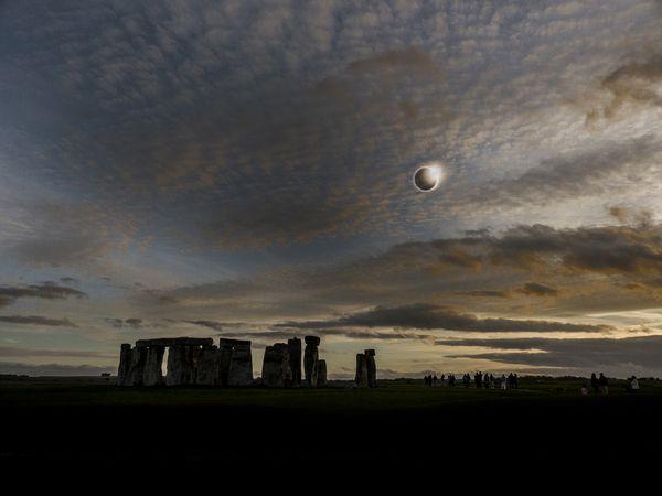 Diamond ring above Stonehenge thumbnail