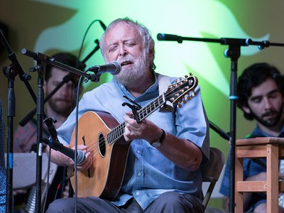 Mick Moloney leads the Green Fields of America at the 2017 Smithsonian Folklife Festival.