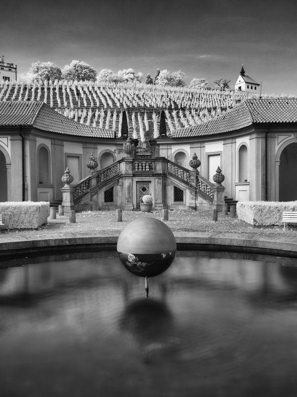 The beautiful grounds outside Troja Palace thumbnail