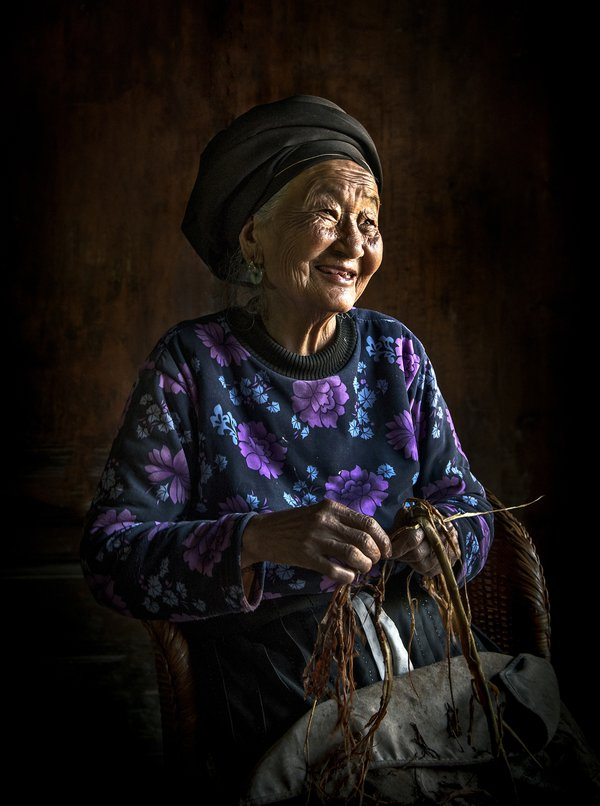 GRANDMOTHER WORKS  WITH HAPPINESS thumbnail
