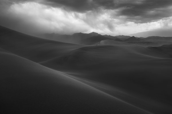 Approaching Sandstorm in Death Valley thumbnail