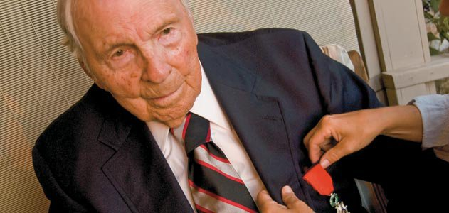 Frank Buckles proudly wears the French Legion of Honor medal