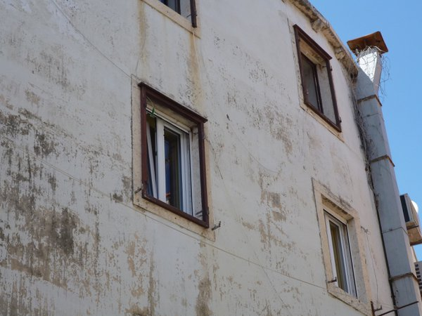 Rusted window frame in Dubrovnik thumbnail