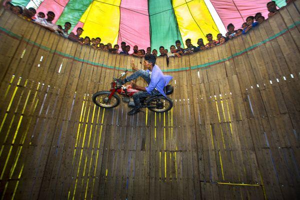 A dangerous motorbike show  thumbnail