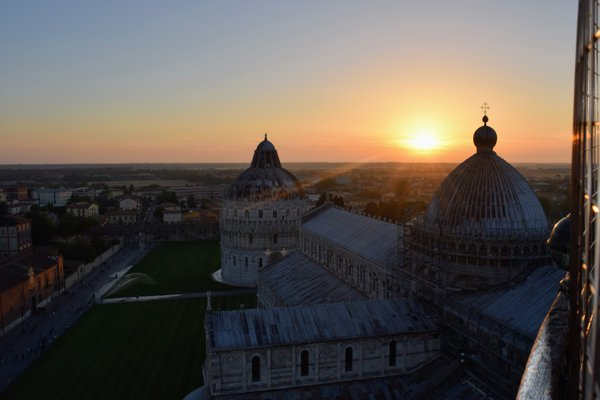Sunset over the Piazza del Duomo thumbnail