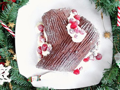 The French often make a bûche de Noël, a chocolate cake baked to look like a Yule log, at Christmastime.