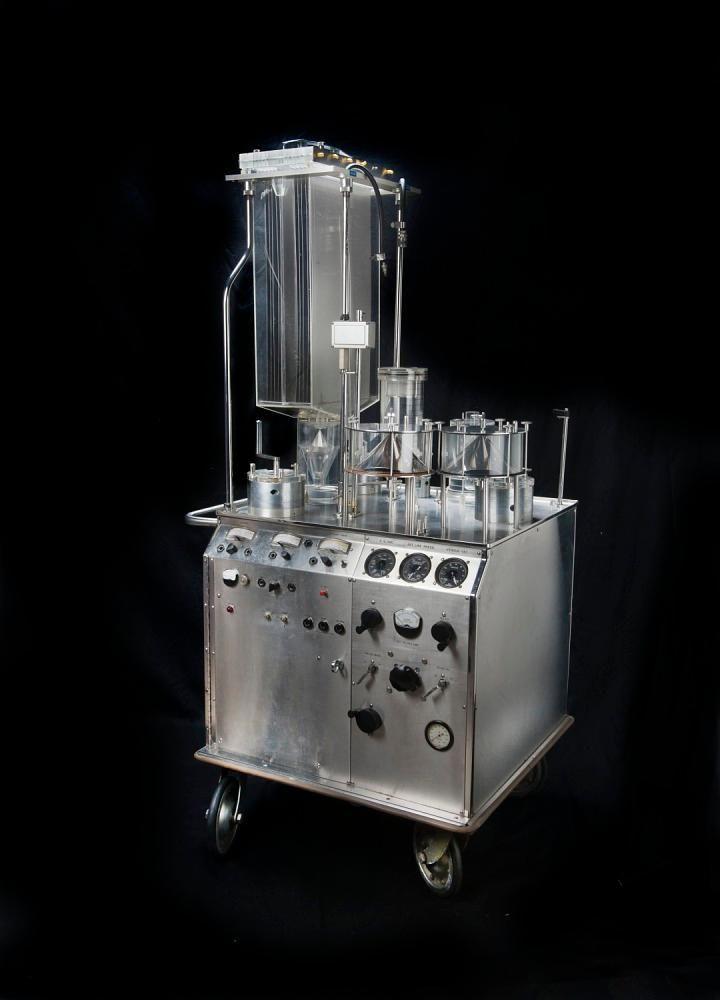 This 1950s Heart-Lung Machine Revolutionized Cardiac Surgery