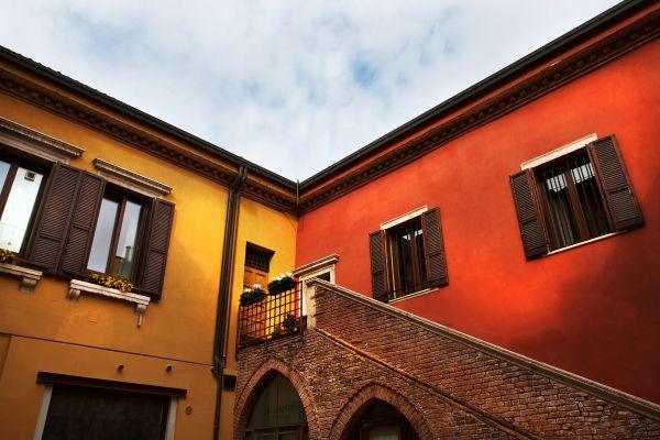 Side Streets in Verona, Italy thumbnail