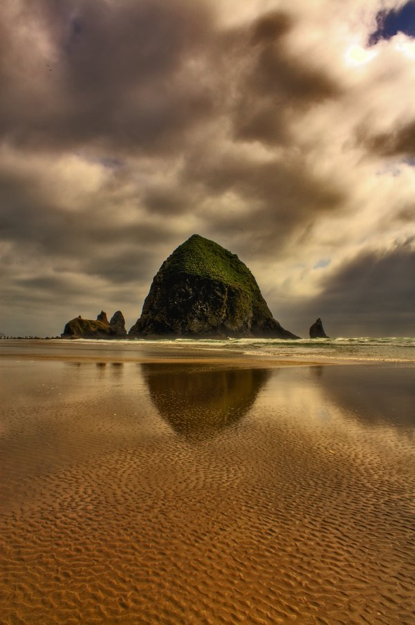 A magical moment at the Haystack Rock thumbnail