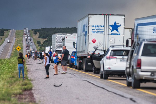 traffic issues on I-40, 63 miles east of Albuquerque thumbnail