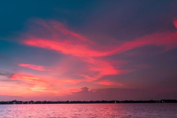 Show of the setting sun. thumbnail